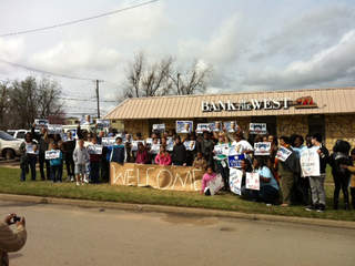 Supporters welcome Obama to Cushing_20120322112817_JPG