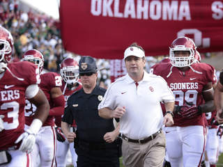 Bob Stoops of the Oklahoma Sooners