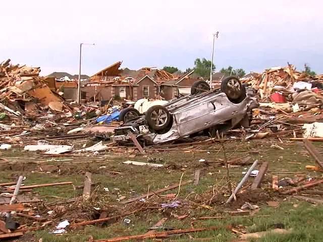 Tornado damage in Moore