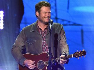 TONIGHT: Blake Shelton to sing on The Voice