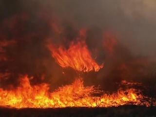 VIDEO: Firefighters battle grass fire in OKC