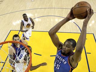 Durant meets with Spurs, Celtics Saturday