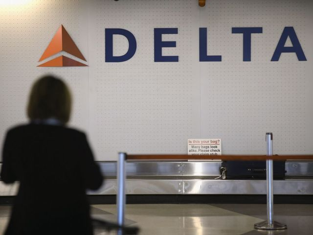 Plane diverts to Tulsa after nine passengers reportedly start feeling ill