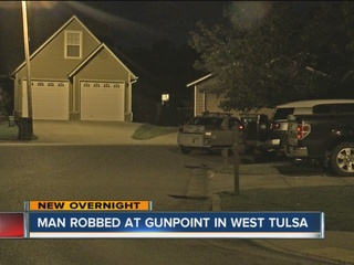 Man robbed at gunpoint in west Tulsa