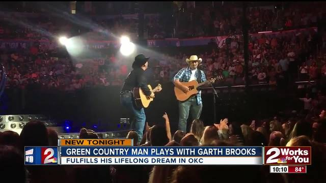 Garth Brooks offers free honeymoon after fans get engaged at concert