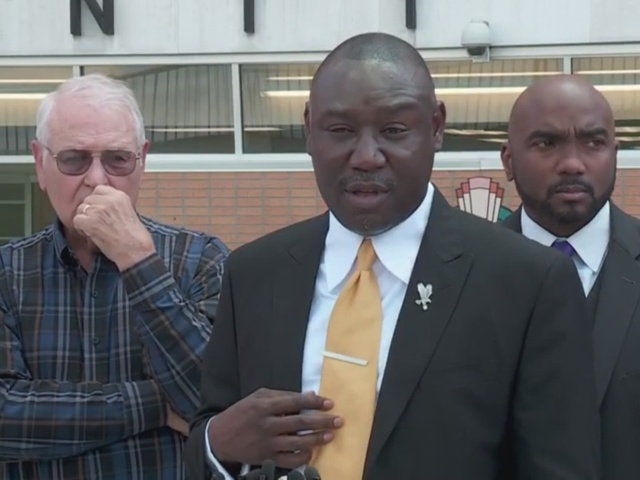 Benjamin Crump calls for transparency with Tulsa police in Terence…