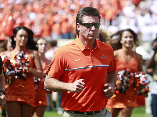 Oklahoma St. coach Gundy pays for school guards