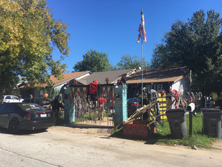 Veteran's Halloween display helps storm victims