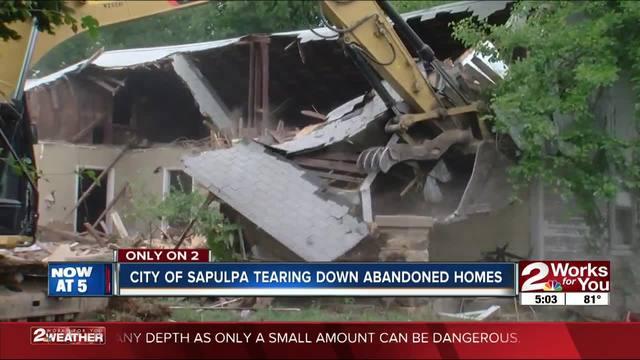 Sapulpa tearing down dilapidated buildings